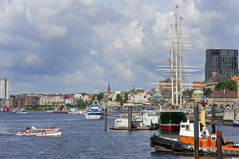 Germany, Hamburg,  St. Pauli, ships on River Elbe - MIZF000731