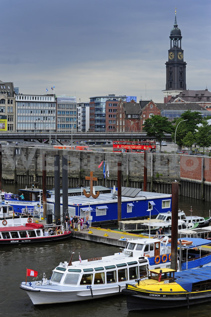 Germany, Hamburg, inland harbor and St. Michaelis Church - MIZ000746