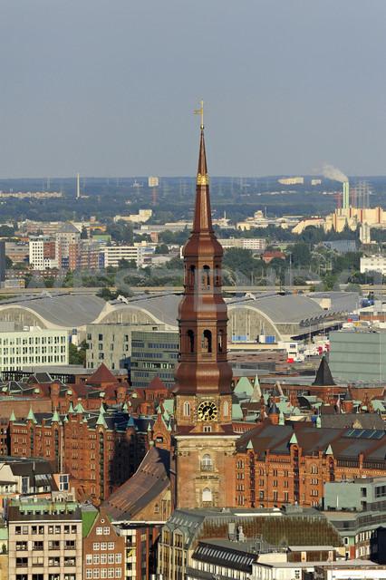 Germany, Hamburg, Speicherstadt and St. Catherine's Church - MIZF000758