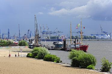 Germany, Hamburg, Oevelgoenne, harbor and bank of River Elbe - MIZF000778