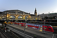 Germany, Hamburg, train at central station - MIZ000782