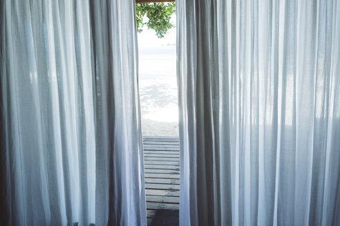 Maledives, Ari Atoll, curtain of bungalow - FLF000570