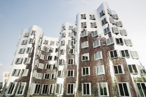 Germany, Dusseldorf, Media Harbour, Gehry-buildings in the restored harbour district - MEM000519