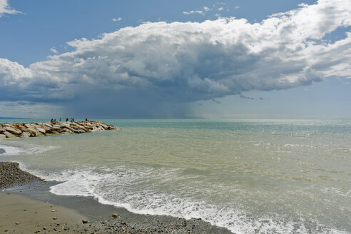 Italy, Tuscany, Castagneto Carducci, Donoratico, stormy atmosphere by the sea - UMF000706