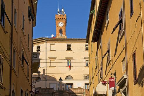 Italy, Tuscany, Castagneto Carducci, Clock tower - UM000714