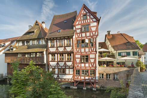 Germany, Baden-Wuerttemberg, Ulm, half-timbered houses at River Blau - SHF001606