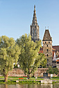 Germany, Baden-Wuerttemberg, Ulm, minster and Metzgerturm at River Danube - SHF001616