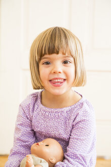 Portrait of smiling little girl with doll - LVF002303