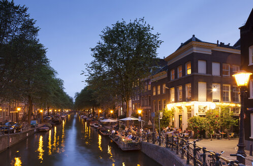 Netherlands, Amsterdam, Restaurant at canal in the evening - FCF000490