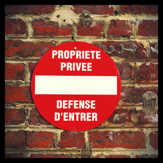 Private property sign at brick wall, Brussels, Belgium - HOHF001180