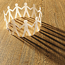 Circle of white cardboard men on wood, 3D Rendering - UWF000270