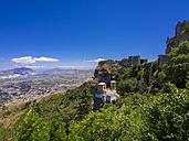 Italy, Sicily, Province of Trapani, Erice, Torretta Pepoli, Castello di Venere in the background - AMF003303
