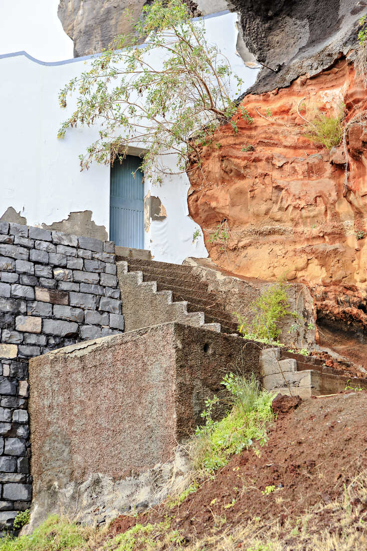 Portugal, Madeira, Camera de Lobos, Stairs and wall fitting into rock face - VTF000354 - Val Thoermer/Westend61