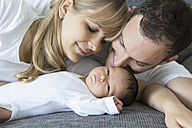 Young couple with newborn baby boy at home - OJF000081