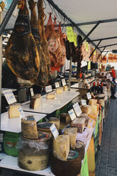 Spain, Majorca, Capdepera, market stall with cheese and ham - DWI000314