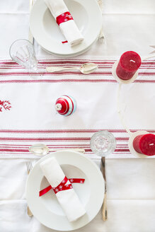 Red-white laid table at Christmas time - LVF002351