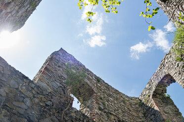 Germany, Baden-Wuerttemberg, Hegau, Singen, castle ruin Maegdeberg - SHF001775