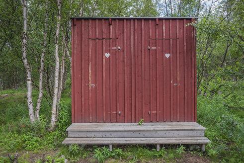 Sweden, Lapland, Norrbotten County, Abisko National Park, toilet at Kungsleden hiking trail - JBF000144