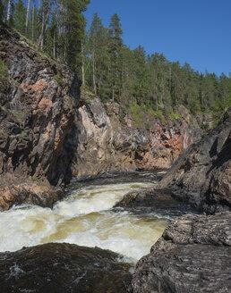 Finland, Lapland, Kuusamo, Oulanka National Park, Kiutakoengaes Rapids - JBF000173