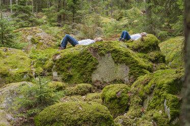 Sweden, Smaland, Lake Asnen, resting kids - JBF000217