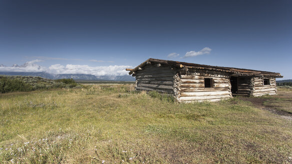 USA, Wyoming, Grand Teton National Park, old wooden hut - NNF000123