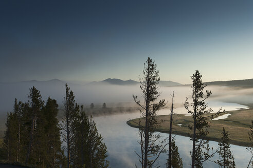 USA, Wyoming, Yellowstone National Park, Yellowstone River in the morning - NNF000134