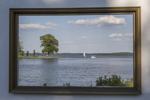 Germany, Mecklenburg-Vorpommern, Schwerin, Burggarten, picture frame with view to lake - PVCF000217