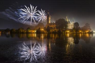 Germany, Mecklenburg-Vorpommern, Schwerin, fireworks at the castle - PVCF000233