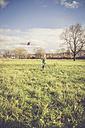 Boy flying a kite on a meadow - SARF001094