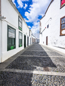 Spain, Canary Islands, La Palma, typical alley in Santa Cruz de la Plama - AMF003363