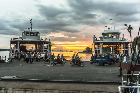 Vietnam, Dong Thap, Cao Lanh, two ferries at pier at sunset - WE000291