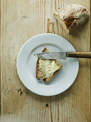Plate with bread and butter - HOEF000291