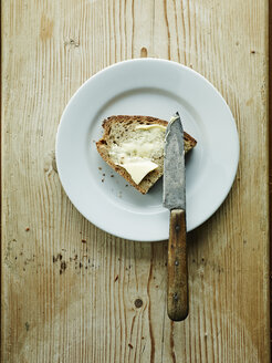 Plate with bread and butter - HOEF000290