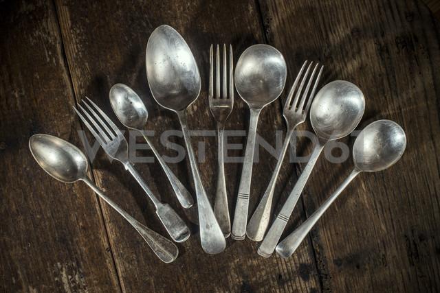 Arrangement of old forks and spoons - DEGF000003 - Deyan Georgiev/Westend61