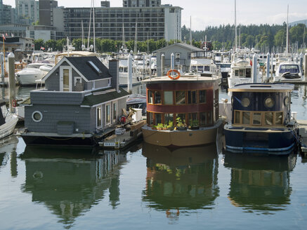 Canada, British Columbia, Vancouver, Harbour with house boats - HLF000794