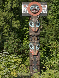 Canada, British Columbia, Vancouver, Totem pole in Stanley Park - HL000791
