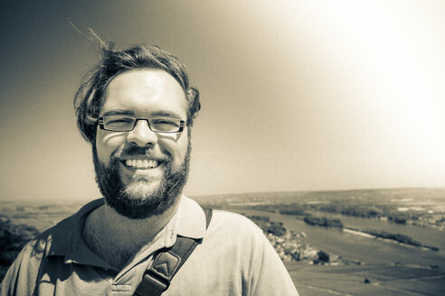 Portrait of smiling man with full beard wearing glasses - PUF000351