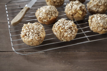 Apple oat muffins on cooling grid - EVGF001389