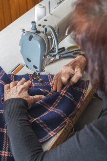 Close-up of woman sewing with a sewing machine - DEGF000025