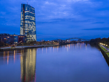 Germany, Frankfurt, River Main with ECB Tower and new campus - AMF003414