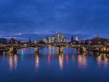 Germany, Frankfurt, River Main with Ignatz Bubis Bridge, skyline of finanial district in background - AM003410