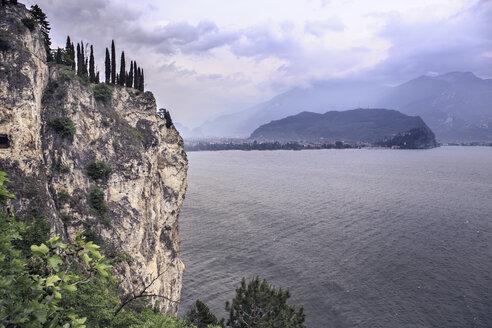 Italy, Trentino, Lake Garda at Riva del Garda - VT000364