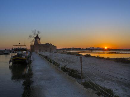 Italy, Sicily, Laguna dello Stagnone, Marsala, Saline Ettore Infersa windmill at sunset - AMF003421