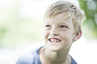 Portrait of smiling boy - ZEF002741