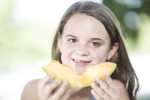 Portrait of girl eating a melon - ZEF002765