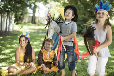 Kids in garden playing Cowboys and Indians - ZEF002803