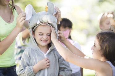Kids playing wild animal dress-up - ZEF002816