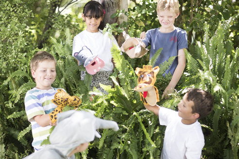 Kids playing wild animal dress-up - ZEF002818