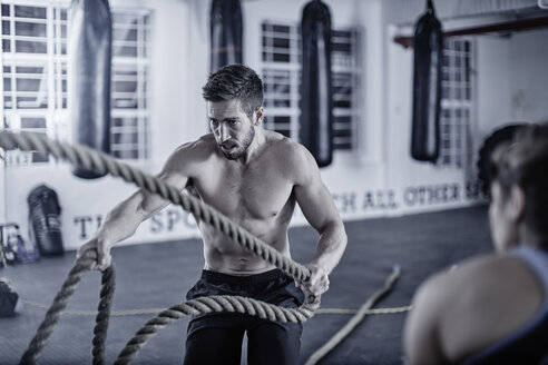 Man doing fitness training with ropes - ZEF002621