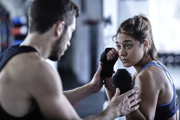Man and woman exercising with punchingballs - ZEF002731